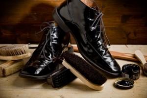 چگونه کفش خود را تمیز کنیم؟