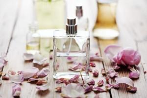 چگونه عطر اصلی و تقلبی را شناسایی کنیم؟