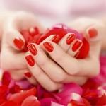 ۹ راه برای داشتن ناخن های محکم و زیبا