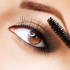چشم های پف کرده را چگونه آرایش کنیم؟