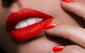۵ گام ساده برای داشتن لب هایی قرمز