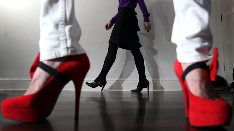 بانوان چگونه با کفش پاشنه بلند راه بروند؟
