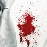 چگونه لکه خون را از لباسم پاک کنم؟