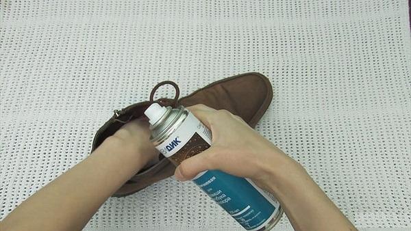 4 گام تا تمیز کردن کفش چرم جیر