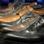 کفش مشکی بپوشم یا کفش قهوه ای؟