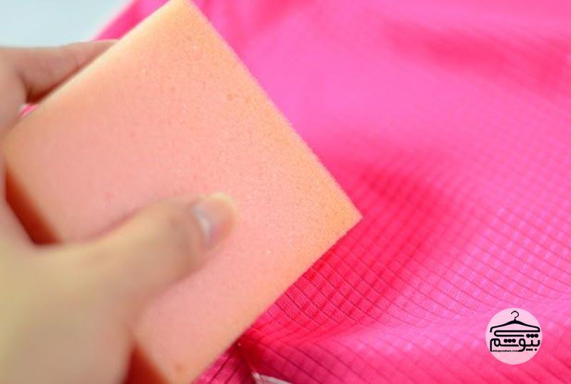 پاک کردن لکه عطر از روی پارچه کتان و دیگر لباسها