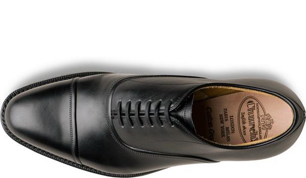 کفش مناسب به همراه داشته باشید