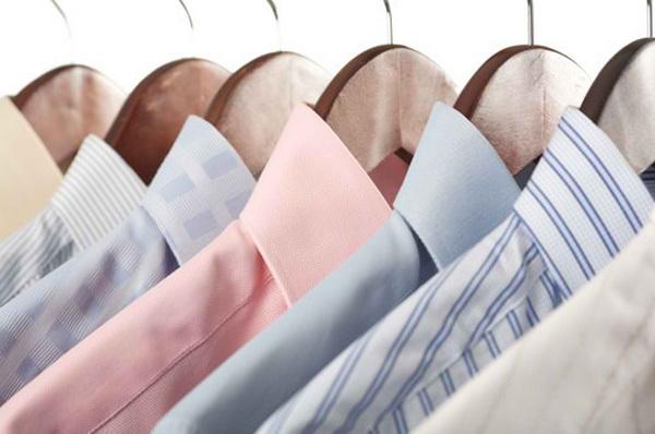 چند دست پیراهن مردانه مشابه داشته باشید