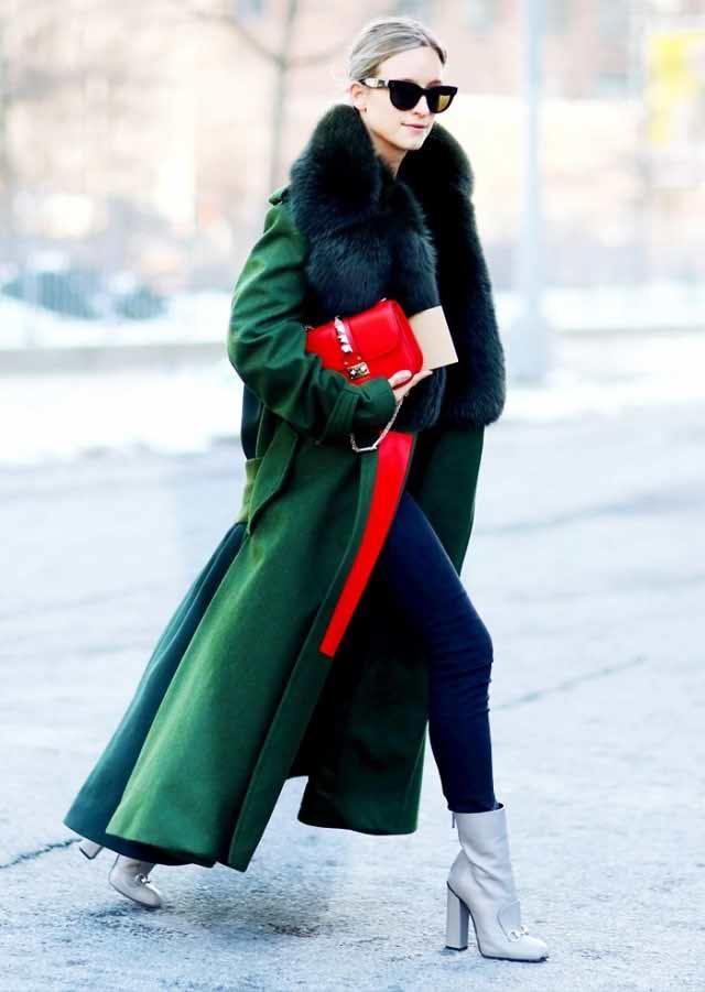 بهار رسیده است و ما باید لباس های زمستانی را کنار بگذاریم و فضای کافی برای لباس های فصل نو ایجاد کنیم .اما انتخاب لباس هایی که باید کنار گزاشته شوند و لباس هایی که باید پوشیده شوند کار دشوار و گیج کننده ای است . کارشناسان چی بپوشم در رابطه با این مساله شما را راهنمایی خواهند کرد . 1-شاید لباس های خزدار زیبا و گرم باشند اما باید بدانید که این نوع لباس ها مخصوص زمستانند و بهتر است از لباس های چرم و یا جیر در فصل بهار استفاده شود. 2-روسری و شال های پشمی را کنار بگذارید و به جای آن از روسری های سبک تر مانند ابریشم استفاده کنید. 3- چکمه مخصوص زمستان است و اگر هنوز برای پوشیدن کفش های بهاری آماده نیستید می توانید از کتانی استفاده کنید 4-شما دیگر نیازی به کت های پشمی و زخیم ندارید و می توانید به جای آن از کت های سبک تر مانند جین و یا ژاکت های بافتنی استفاده کنید . کت های پفی کوتاه هم گزینه ی مناسبی برای بهار می باشند.