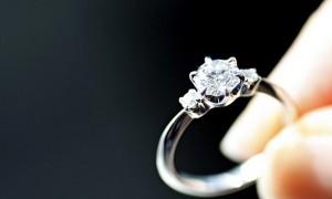 حلقه نامزدی باید از چه جنسی باشد؟
