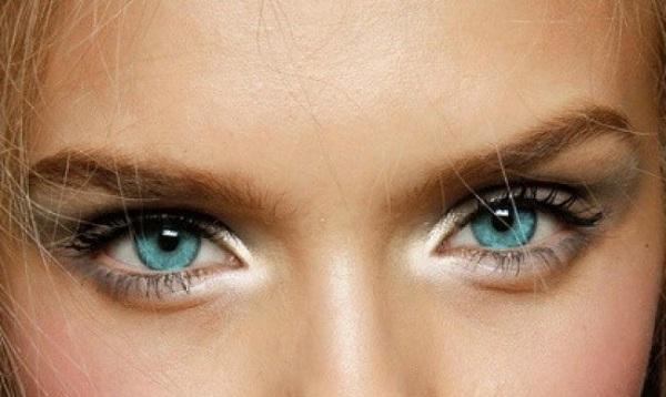 چگونه چشم ها را هایلایت کنیم؟