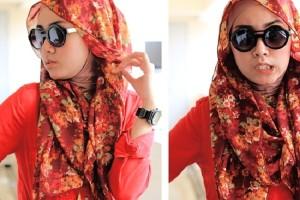 چگونه عینک های آفتابی را با روسری یا شال استفاده کنیم؟
