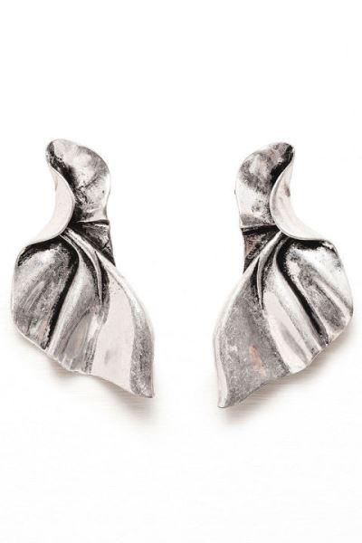 18 مدل گوشوارهی مینیمال که نیاز به ست کردن با لباسها ندارد