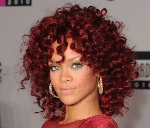 gallery-1449870531-rihanna-burgundy-hair