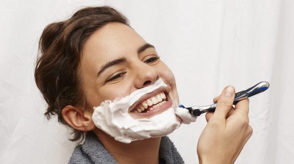 آیا خانم ها باید صورت خود را بتراشند؟!