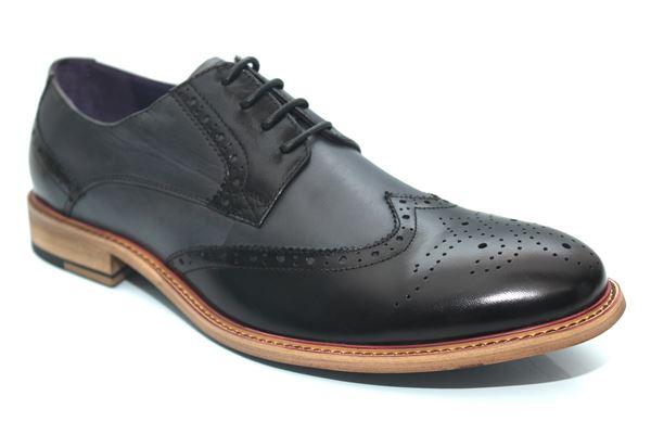 کفش مناسب پاهای بزرگ و کوچک