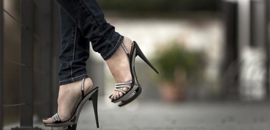 عوارض پوشیدن کفش پاشنه بلند چیست؟