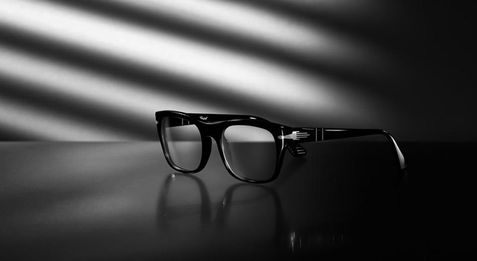 عینک پرسول بر چشمان استیو مک کوئین