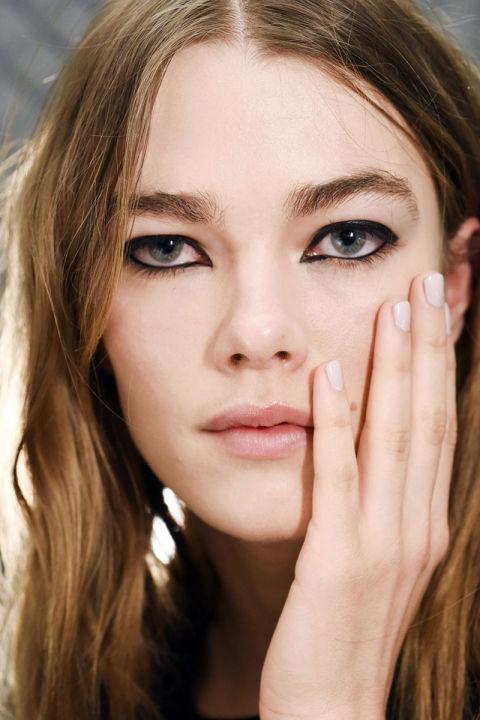 چگونه چشم ها را آرایش کنیم؟