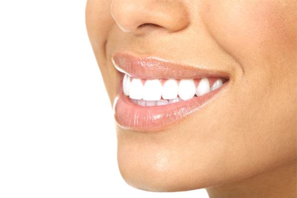 چگونه دندان هایی سفید و زیبا داشته باشیم؟