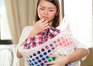 راه های از بین بردن بوی بد لباس ها