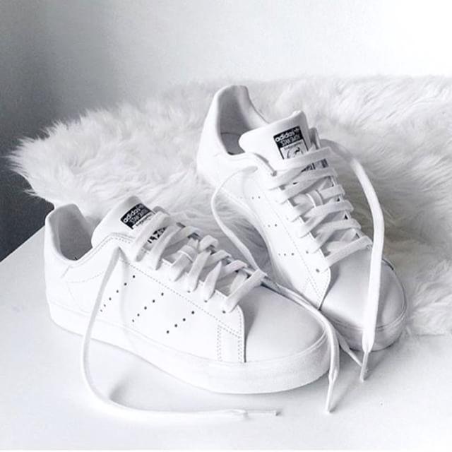 کفشهای سفیدتان را با خمیر ریش تمیز کنید