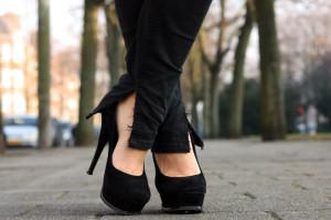 چگونه با کفش پاشنه بلند راه برویم؟