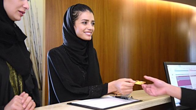 اصول لباس پوشیدن خانمها در محیط کار