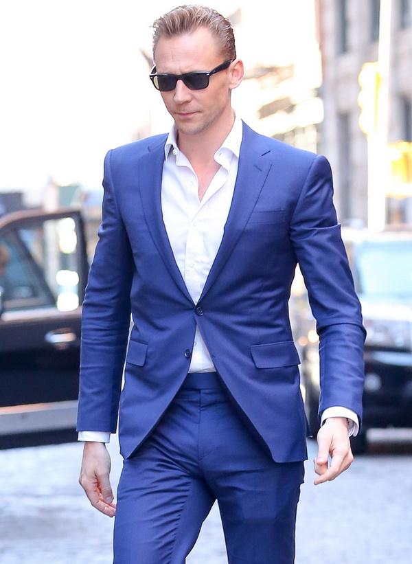 تام هیدلستون با کت و شلوارهای خیره کننده