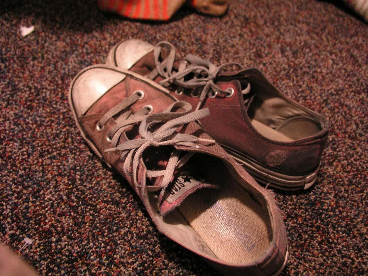 چگونه از کفش هایم نگهداری کنم؟