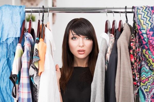 چگونه از شر لباسهای اضافه کمدتان خلاص شوید؟