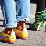 کفش پاشنه بلند یا کتانی؟ کدام را بپوشیم؟