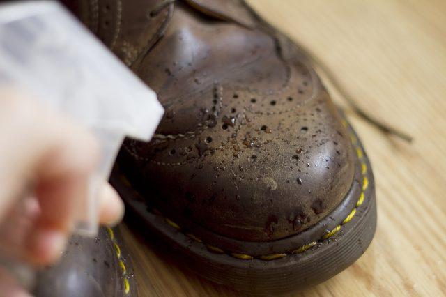 چطور کفشی که برایم بزرگ است را تنگ کنم؟