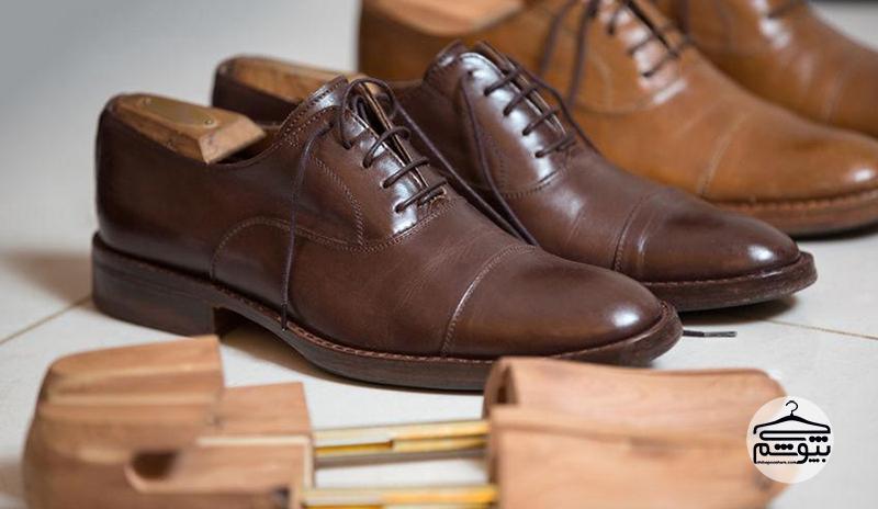 گشاد کردن کفش تنگ با استفاده از قالب کفش
