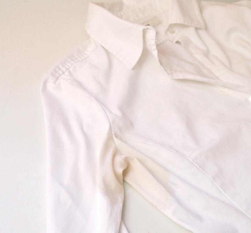چگونه لکه زیر بغل را از روی پیراهن سفید پاک کنم؟