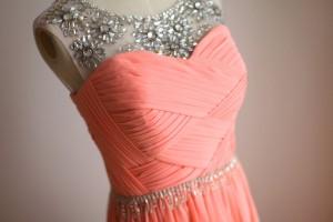 توصیه هایی برای انتخاب رنگ لباس مجلسی