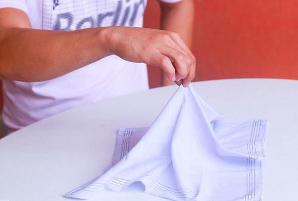 روش های تا زدن دستمال جیبی کتروش های تا زدن دستمال جیبی کتروش های تا زدن دستمال جیبی کت