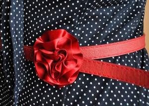 ست کردن لباس مجلسی خال خالی با کدام اکسسوری؟