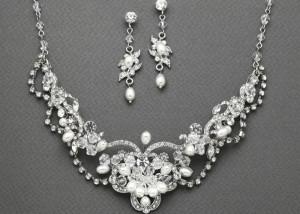 انتخاب سرویس طلا و جواهر برای عروس