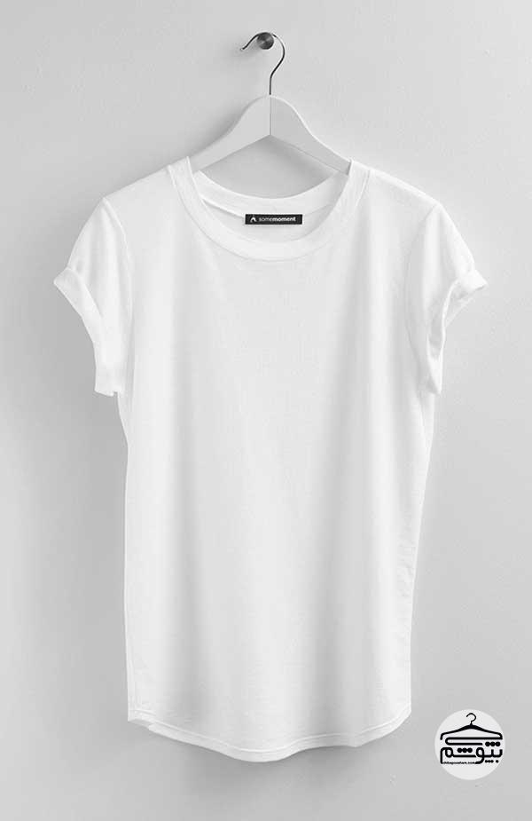 یک تیشرت ساده به رنگ سفید