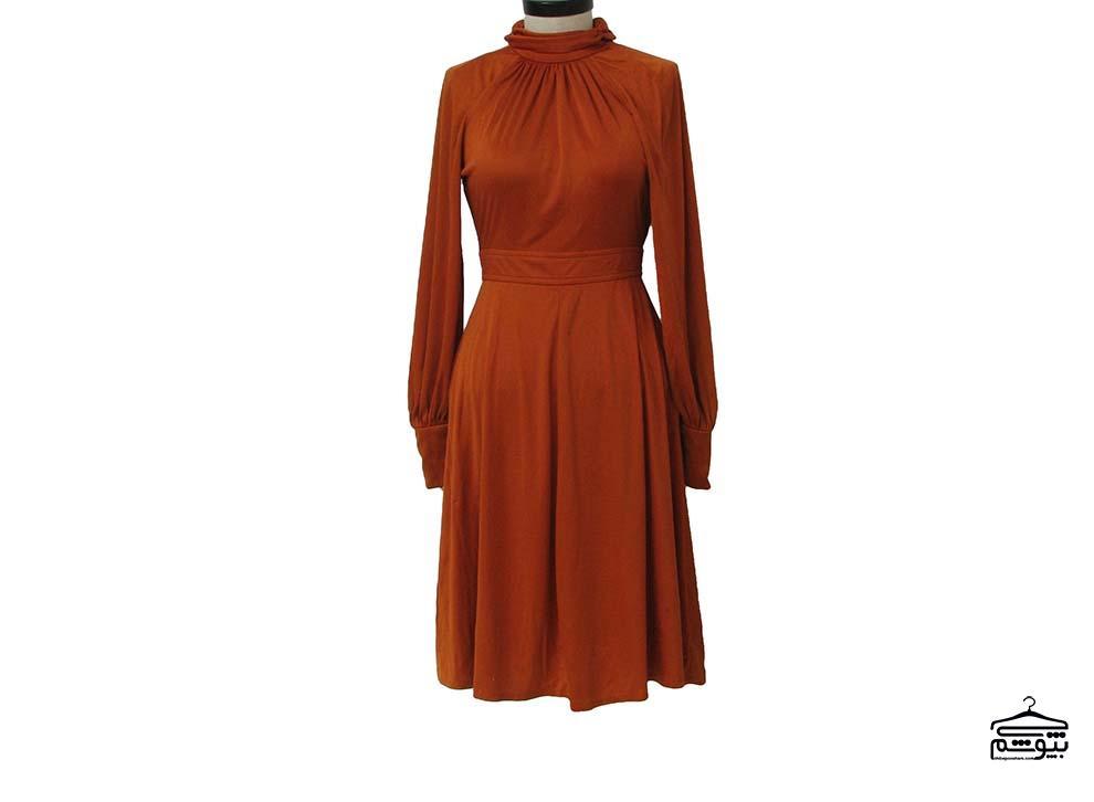 چطور لباس رنگ آجری بپوشید؟