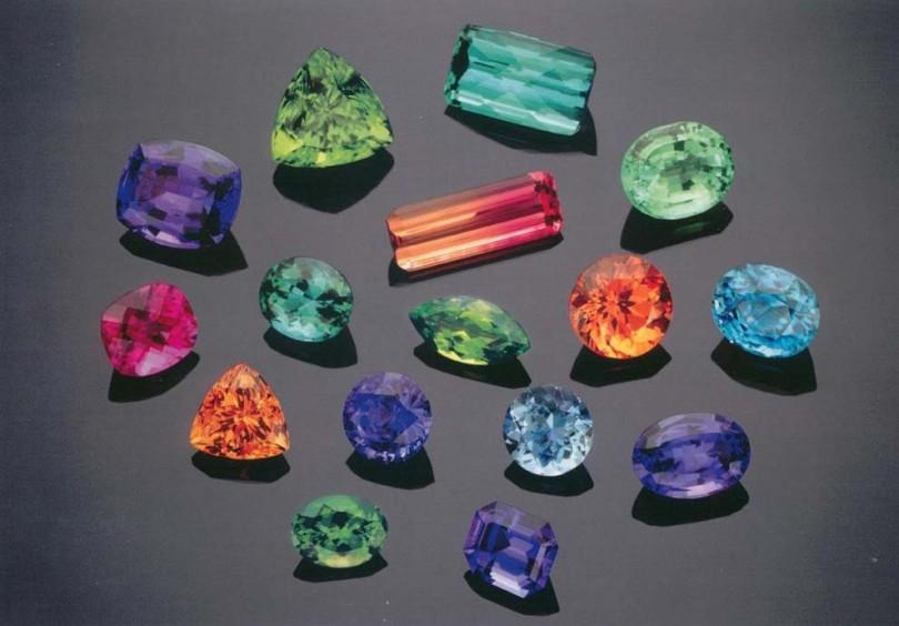 سنگهای زینتی با ارزش چه ویژگیهایی دارند؟