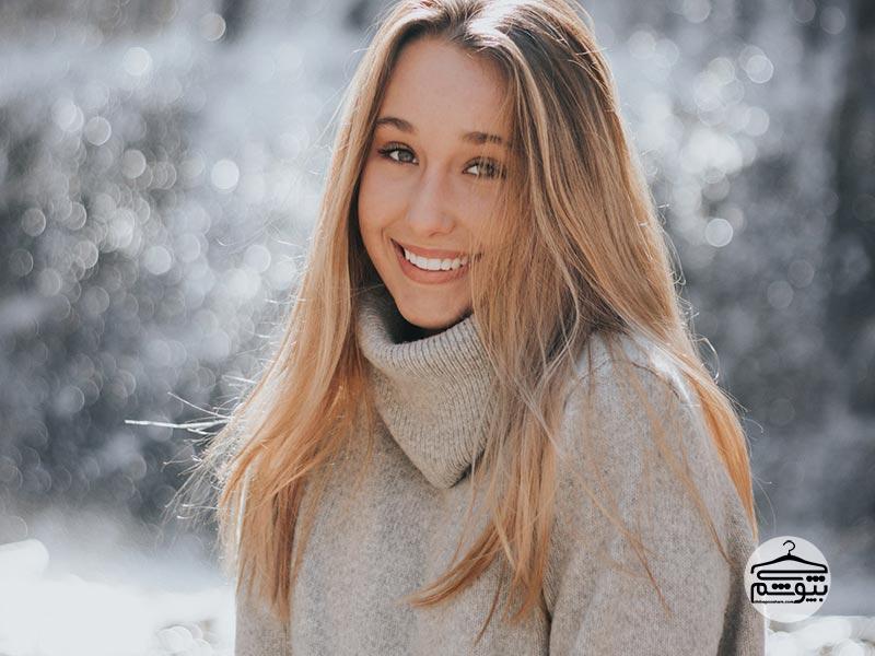 در عکسها طبیعی لبخند بزنید