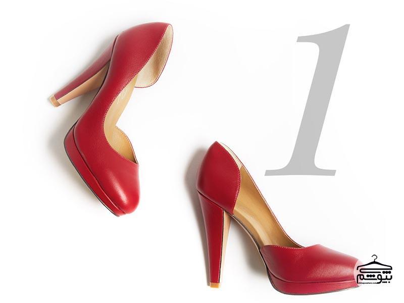 ست کردن کفش مجلسی قرمز با لباس زنانه