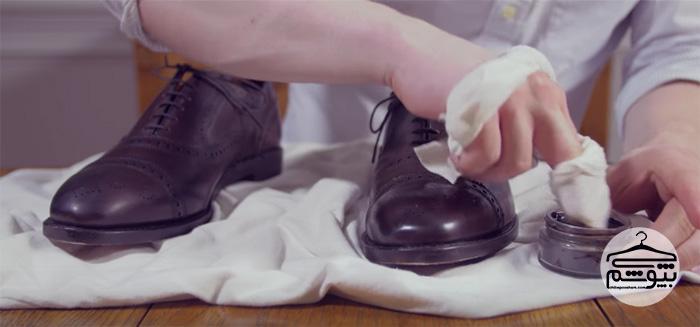 چگونه کفش چرم مردانه را در 1 دقیقه براق کنیم؟