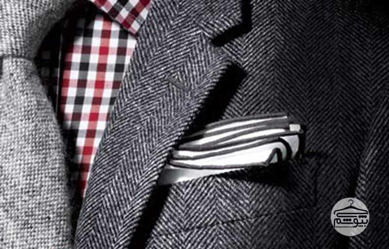ست کردن پیراهن طرحدار و دستمال جیب