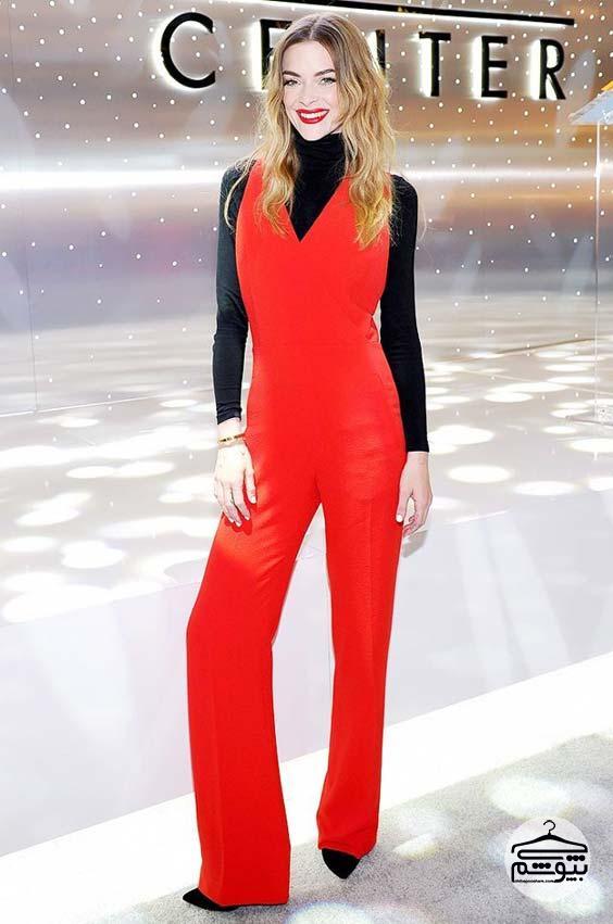 ست کردن لباس قرمز