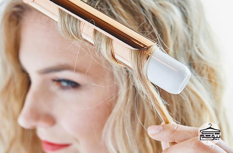 ۱۲ روش برای ثابت نگه داشتن حالت موهای فر + پیشنهاد خرید