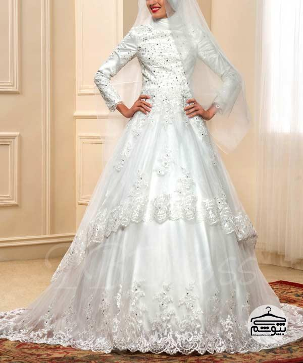 لباس عروس پوشیده برای یک عروسی رویایی