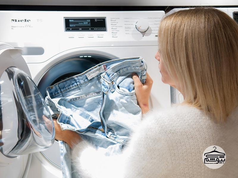 چطور شلوار های جین را بشوییم تا کهنه و رنگ و رو رفته نشوند